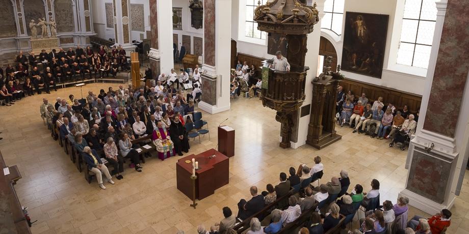 Monsignore Dr. Matthias Türk erinnert an die Gemeinsame Erklärung zur Rechtfertigungslehre, die 1999 hier in St. Anna als wichtiges ökumenisches Dokument unterzeichnet wurde.