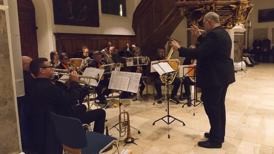 ... und flotte Musik der Bläser (Leitung: Otto Kramer)