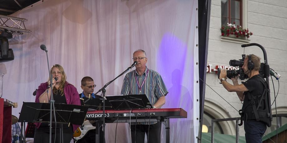 Die Band unter Leitung von Popkantor Hans-Georg Stapff (2.v.r.)   Foto: I. Hoffmann