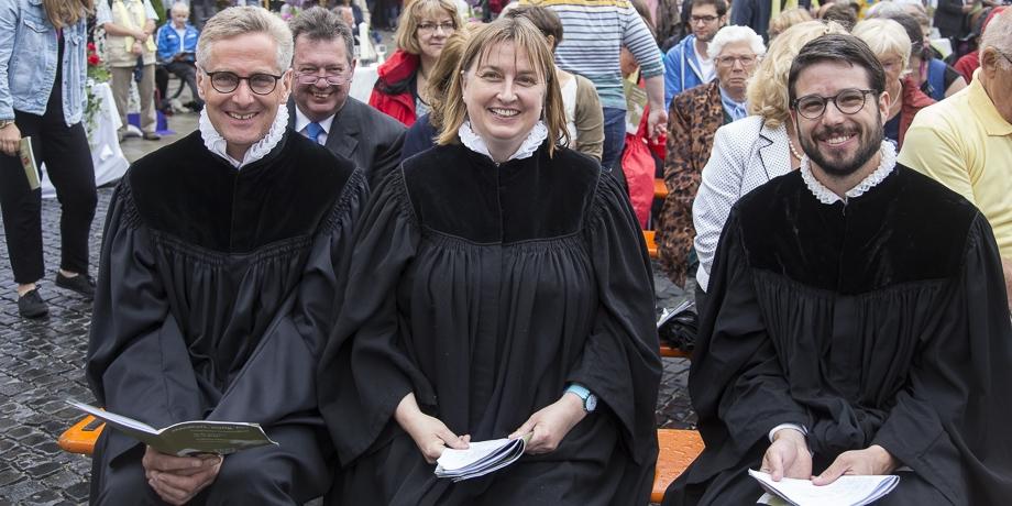 Das St. Ulrich-Team (v.li.): Pfarrer Frank Kreiselmeier, Pfarrerin Kathrin Ballis-Kreiselmeier, Pfarrer Bernhard Offenberger   Foto: I. Hoffmann